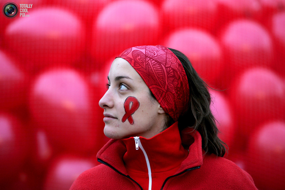 Aids Day in Edinburgh, Scotland December 1, 2006. REUTERS/David Moir